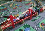 BigJigs Dvojitý visutý most - dřevěná vláčkodráha