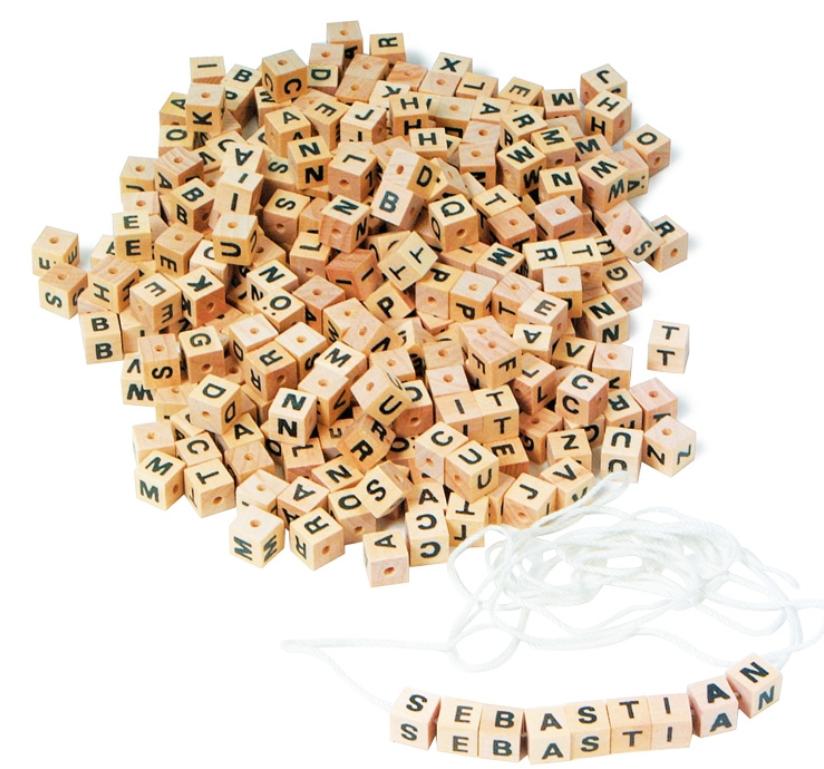 Korálky - dřevěné kostičky s písmenky 300 ks Legler