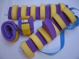 Plavecké pomůcky - tip na kombinace oblíbené plavecké pomůcky pro holčičky - fialový pás a rukávky