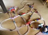 Dřevěné vláčky - inspirace krásná sestava vláčky - velké depo, křižovatka, stanice...